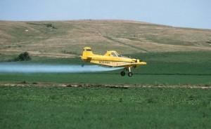 Fumigació d'insecticides (a baixa altura). Font portal Contrail Science de Mick West.